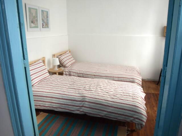 Ground floor single double bedroom #1