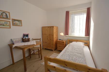 Schöntal Einbettzimmer - Filisur - 家庭式旅館