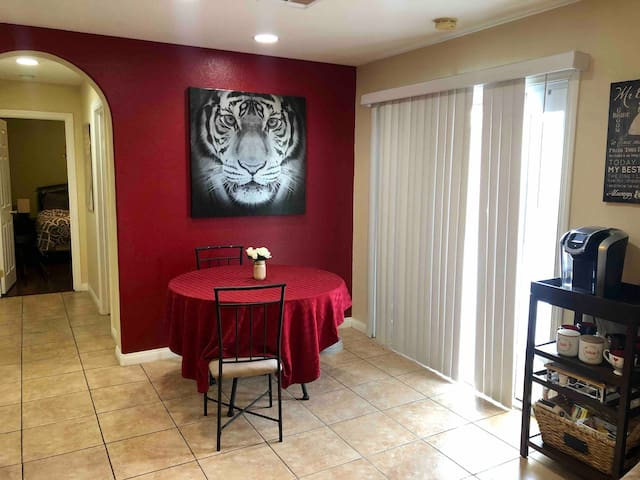 GREAT, Private Room Close to Las Vegas Strip