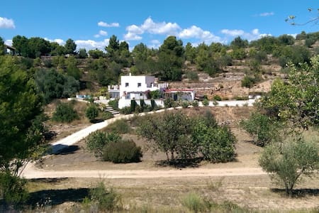 Beautiful 3 bedroom villa, sleeps 6 - Tortosa - Casa de camp
