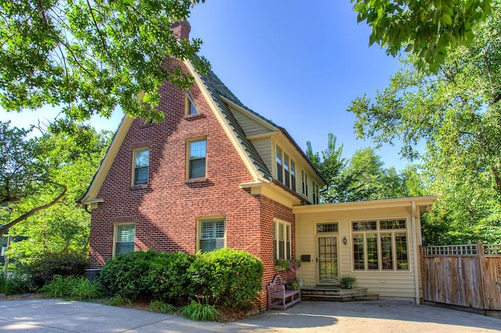 Cozy Home in Historic Westwood Hood