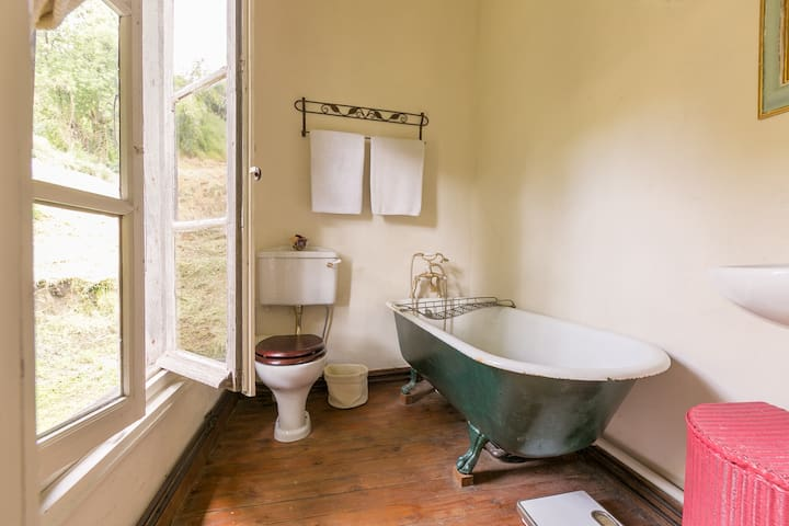 Stunning French Manoir in Normandy. Sleeps 13. - Aubry-le-Panthou - Hus