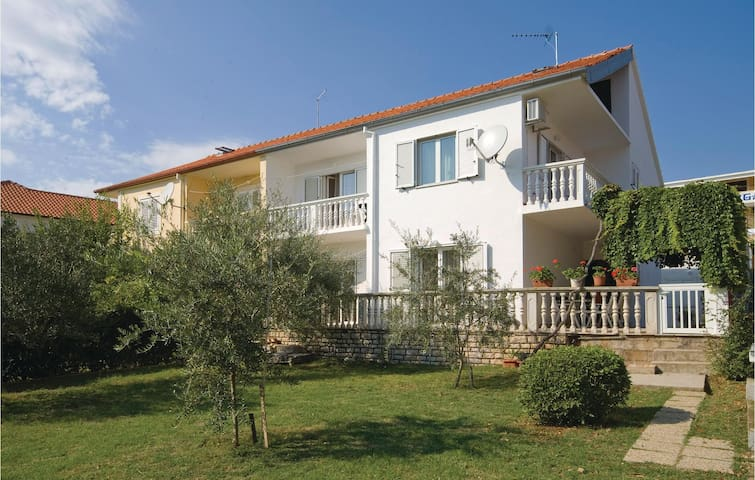 Holiday apartment with 3 bedrooms on 75m² in Posedarje