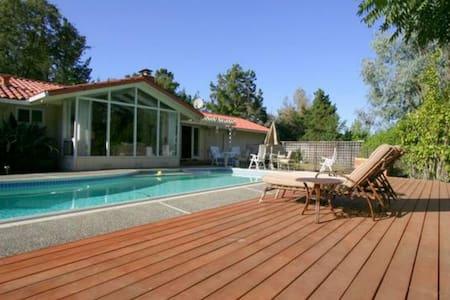 Beautiful 4-bedroom home in Los Altos Hills - Los Altos Hills - Ház