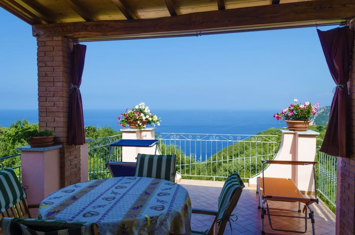 Beautiful house with views of sky, woods and sea - Marciana - Dom