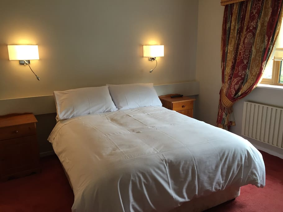 Cosy Double room en suite with TV and tea/coffee facilities