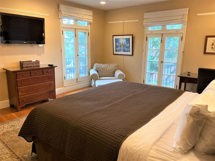Private William Room with Garden View.