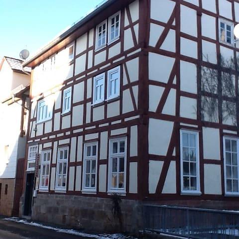 Gemütlich uriges Fachwerkhaus - Neukirchen Knüllgebirge - Rumah
