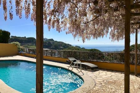 Pool and Sea view Studio at La Villa Mariposa