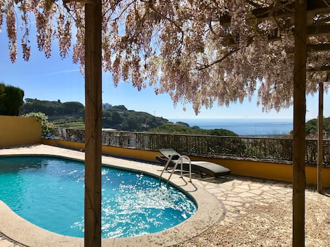 Pool and Sea view Studio at La Villa Mariposa