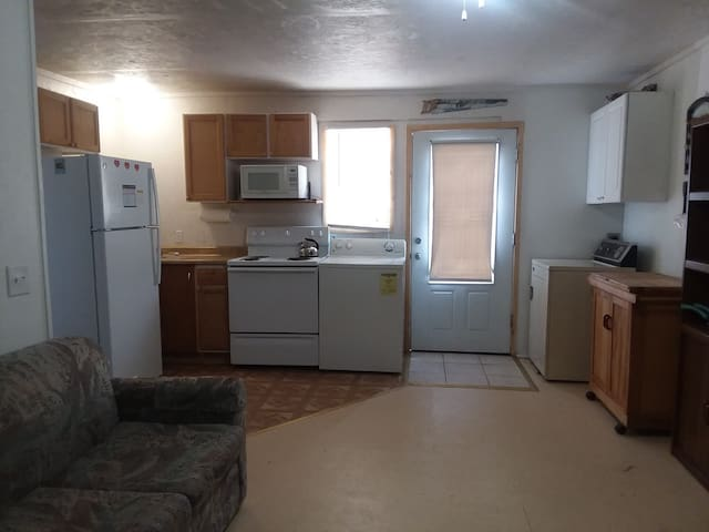 Kitchenette / Laundry.  Basic Cookware,  Dinnerware, Complimentary Coffee & Ice. Laundry Supplies Provided.