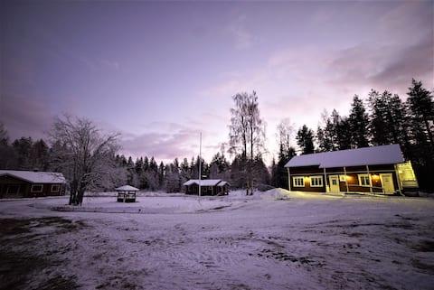 Old Pine Husky Lodge