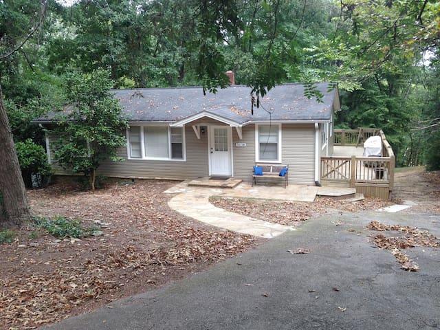 Lake house with single slip dock - Gainesville - Casa