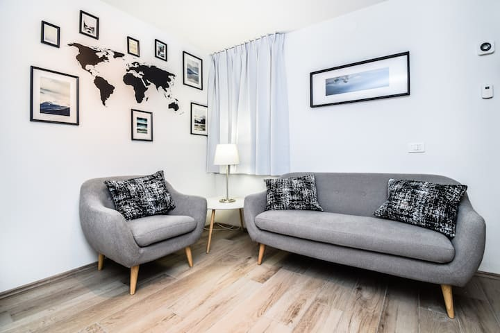 Comfy *4BDR Apartment* In Reykjavik City