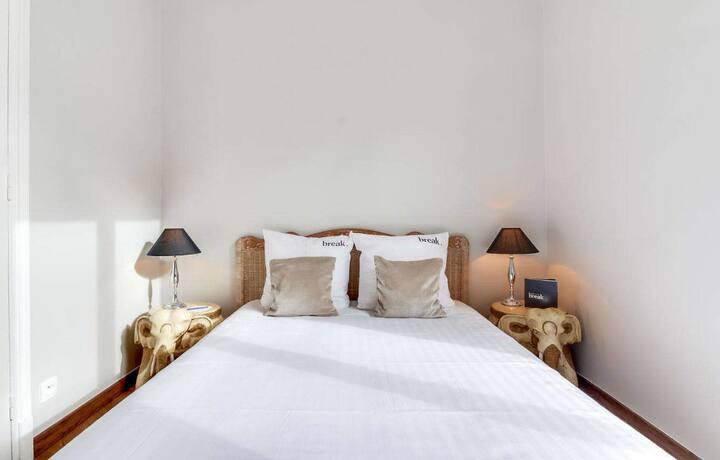 อพาร์ตเมนต์หนึ่งห้องนอนสว่างสดใส