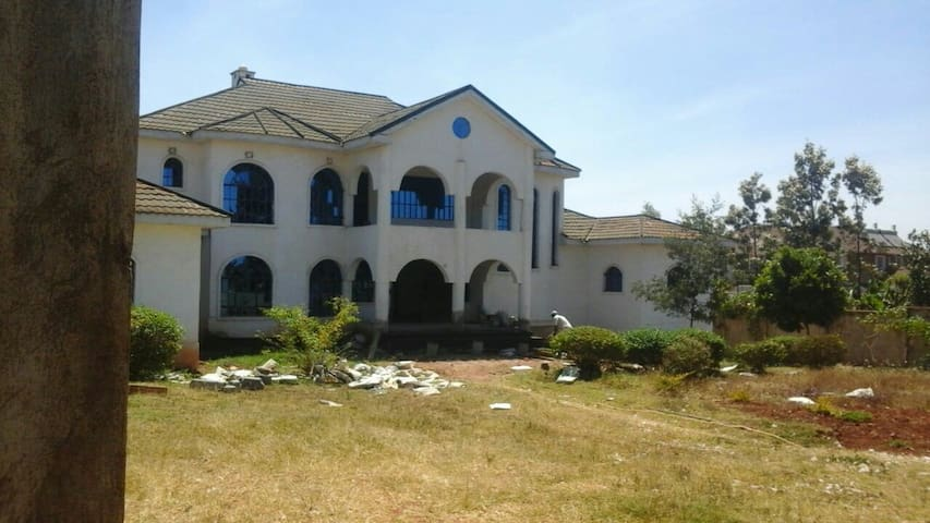 Executive house in thika town - Thika - Dom