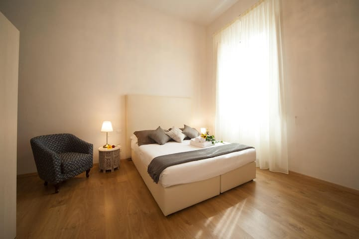 Double room (private bathroom) + 2 single beds