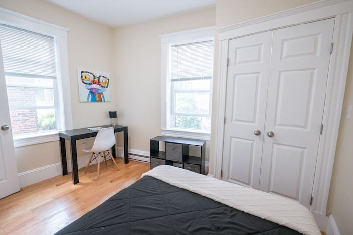 Close to Harvard Med, Northeastern, Free Cleaning!