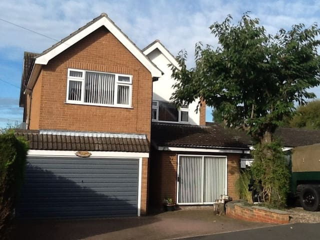 Spacious detached house. - Keyworth
