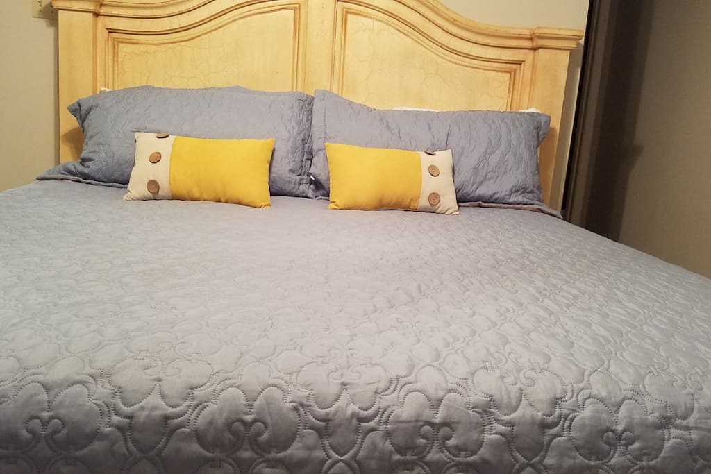 Our guest srtaying in the master suite can enjoy the luxury of a California King! (new mattress, pillows linens & sheets)