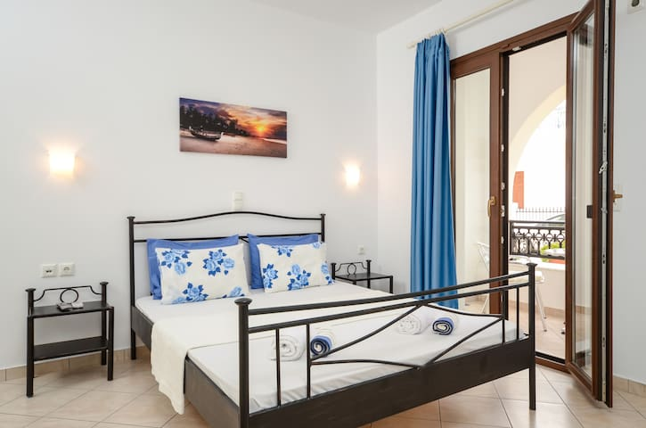 Naxos Diamond Apartment 4 (up to 4 people)