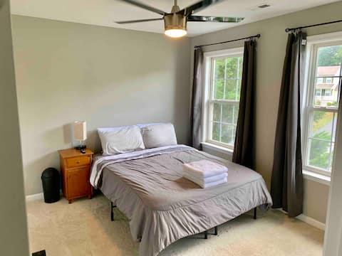 Quiet bedroom in large home, Room 3