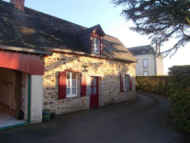 Dépendance privée au coeur du village - Saint-Ouën-des-Toits - Casa