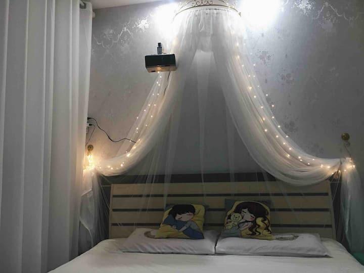 【路遇】缤果城/移通巨幕投影豪华大床房
