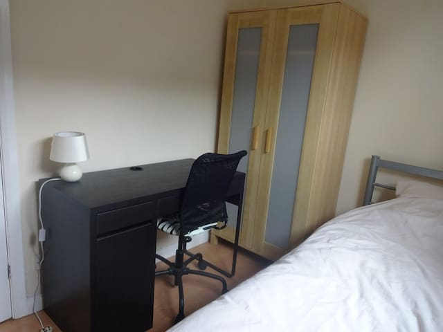 Small single room Chester good for zoo and races