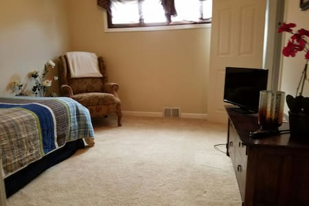 Private Room near IX/Airport/Cleveland - Strongsville - Haus