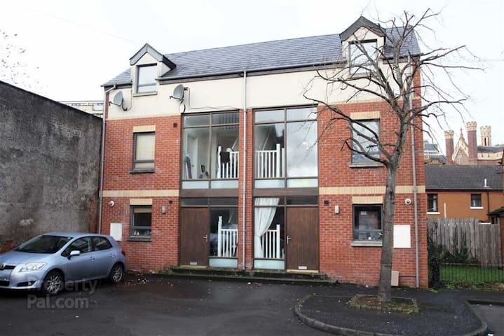 3 BEDROOM HOUSE WITH THE CITY CENTRE AT YOUR DOOR