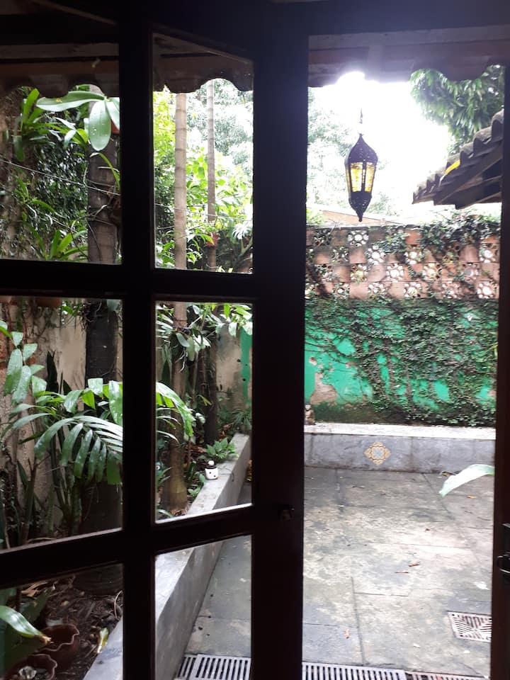 A CasinhaZen com jardim paz e arte.