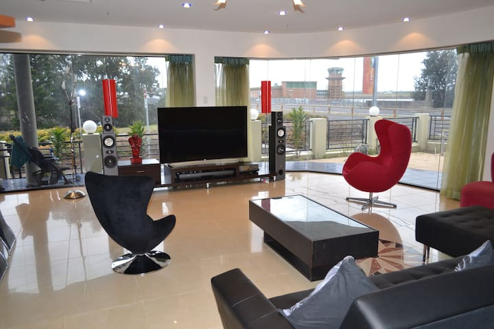 Huge modern 300m2 ground floor only 20m from beach - Brighton le sands - Haus
