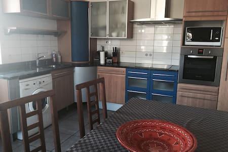 Appartement cosy dans maison de village - Savigny - Lejlighed