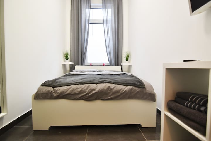 K06 Cozy Apartment with Smart-TV - close to cologne fair and near to cologne downtown