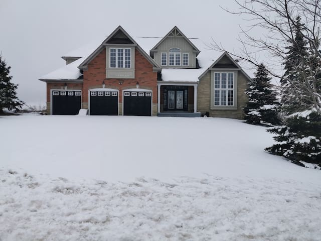 Luxury Country Party Home 3 Garages 2 Acres land