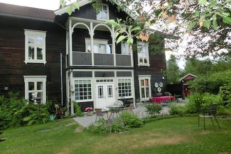 Stor leilighet i gammelt landhandleri - Elverum - Íbúð