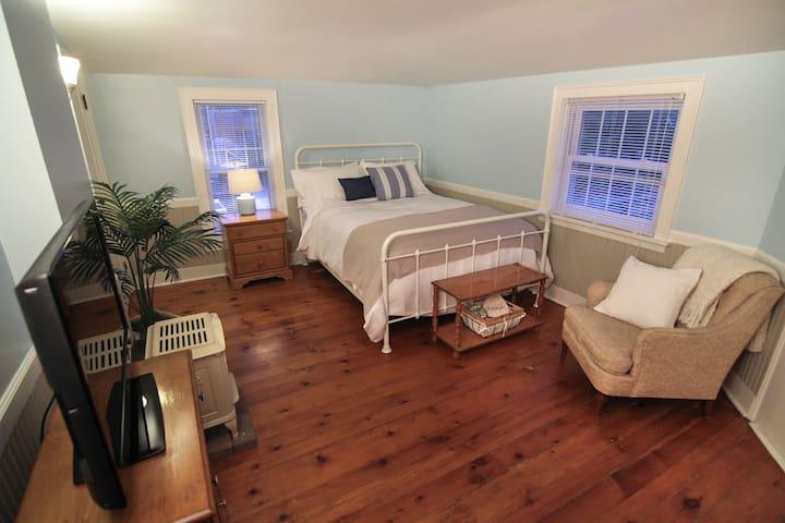 The Laurentide Inn Buckwheat Suite