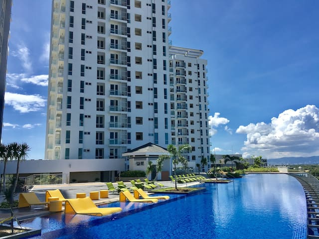 1BR Condo in Mactan Newtown! Wi-Fi Pool&Gym