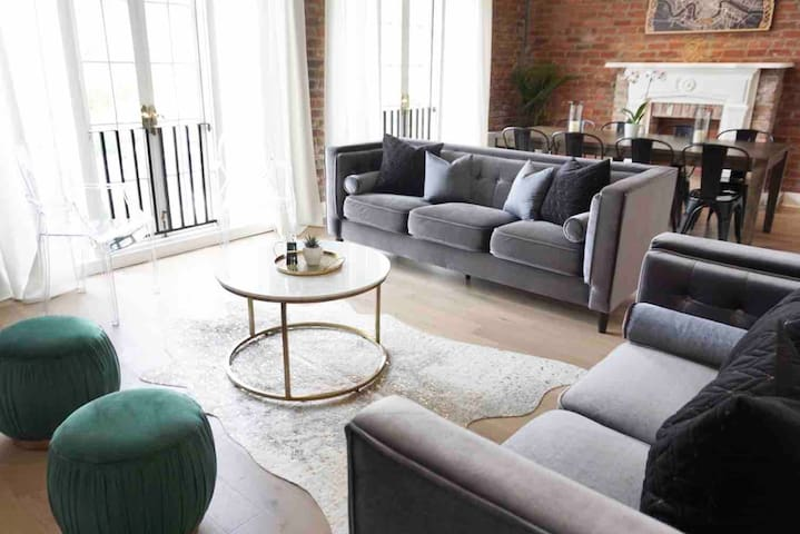 Upscale Downtown Living Steps to the Quarter