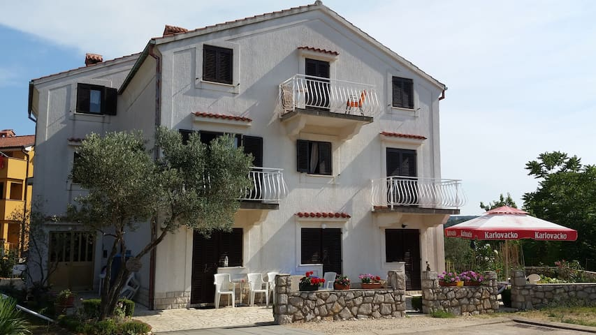 Rooms on ''Melin'' - Cres - House