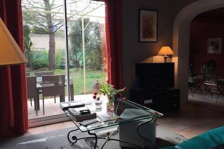 Maison deux chambres avec jardin - Venelles