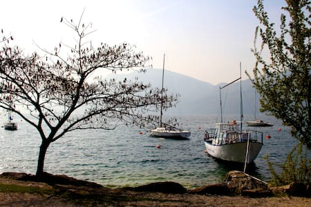 Just few meters from the lake - Brenzone sul Garda - อพาร์ทเมนท์