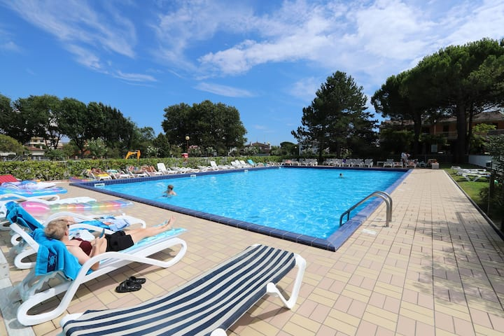 house for 6+2 pers with pool in Bibione R25392