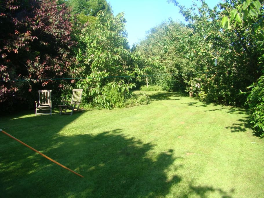 Large secluded fenced garden