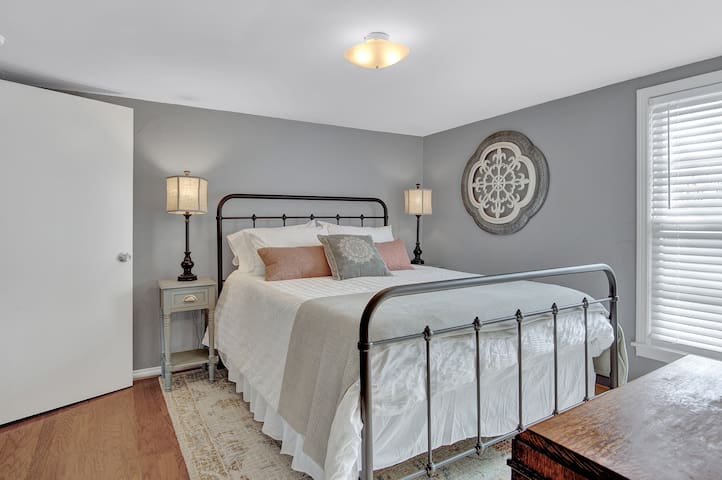 Charming bedroom with en-suite bath has Queen plush memory foam mattress and 600 count sheets as well.