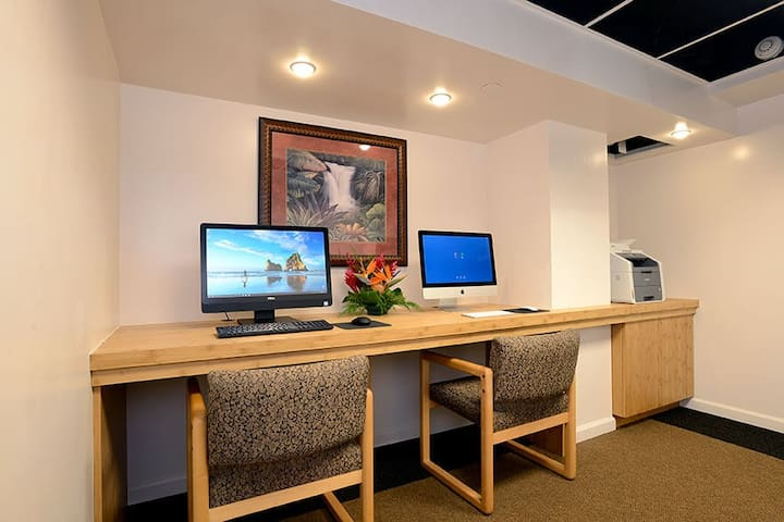 Print your boarding passes, surf the net, or take care of business at the complimentary Business Center.
