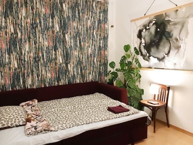 Cosy bedroom in Vienna, close to airport