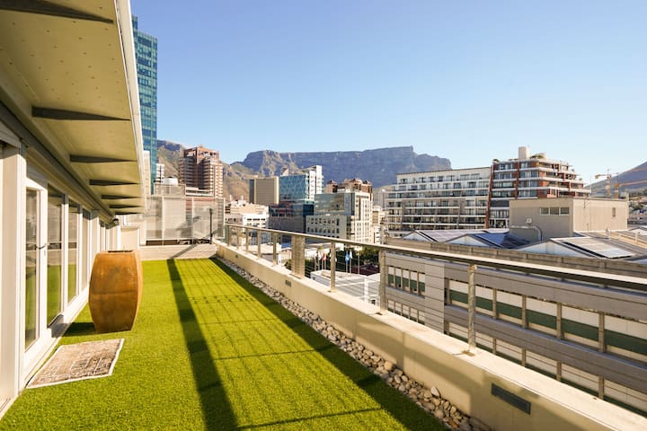 Harbouredge penthouse with Table Mountain Views
