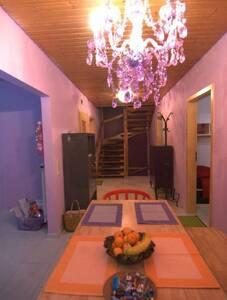 Schönes Zimmer in der Villa-Kunterbunt - Villingen-Schwenningen